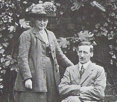 b-potter-and-her-husband-w-heelis-1913.jpg